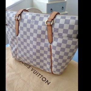 🌹SOLD🌹AUTHENTIC LV Totally Azur