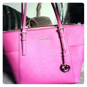 38d857b0aad Authentic Pink Michael Kors bag NWT