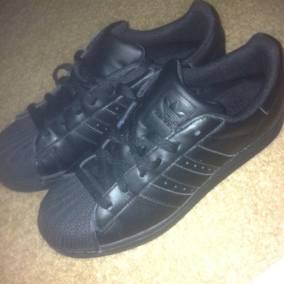 Adidas Shoes - Black shell toe Adidas 👞 272cac782