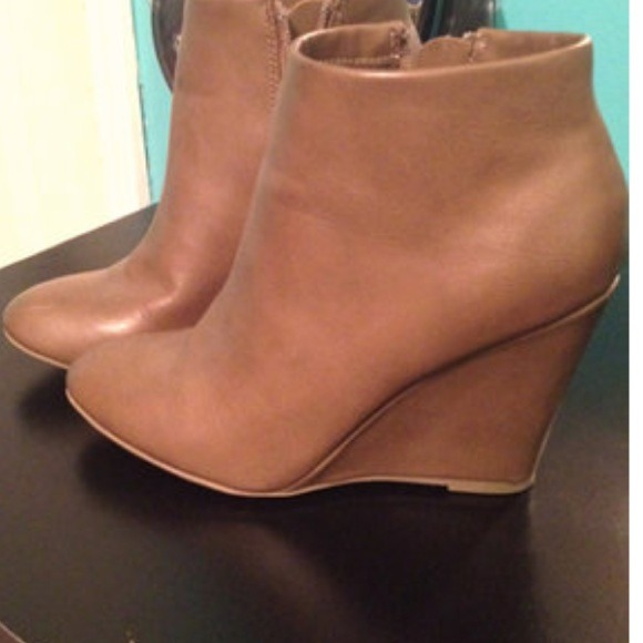 d4bc63dacb8 Forever 21 Boots - Camel colored wedge bootie