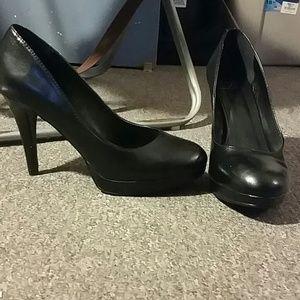 Shoes - Black platform pumps