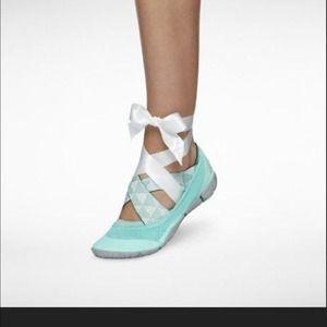 Nike Shoes - Nike studio wrap SF marathon tiffany blue 8