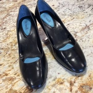 Like New Firzwell Classic Black Pumps