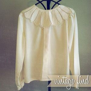 💗 Vintage Cream Collared Top