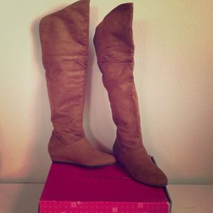 High knee boots. SHOE DAZZLE- RAIN