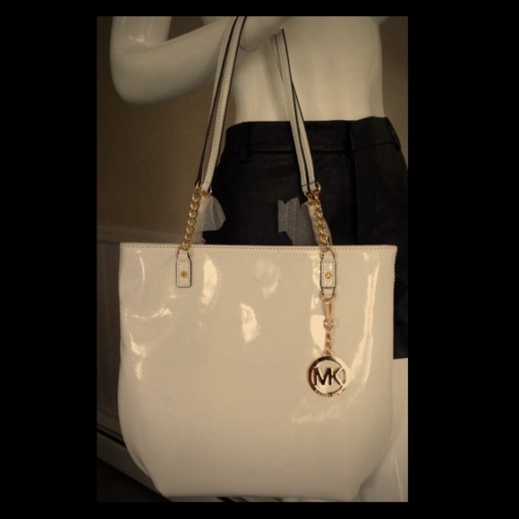 be22405ae3 Michael Kors jet set chain white leather purse