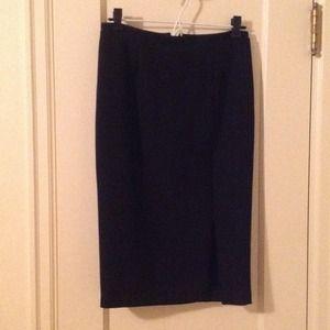 Black sleek skirt with adjustable zippered slit!