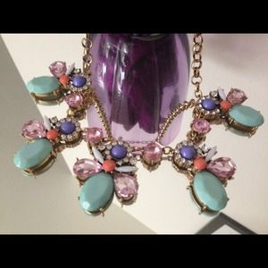 Jewelry - 🎉Host Pick🎉 Beautiful statement necklace