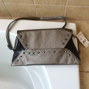 Steve Madden Handbags - Steven Madden metallic cross body handbag.