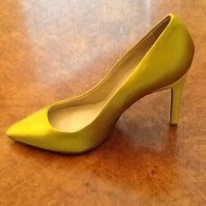 HOST PICK New J.Crew Everly chartreuse pumps 6