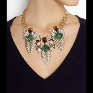 Arrowhead gold tone green, nude crystals necklace