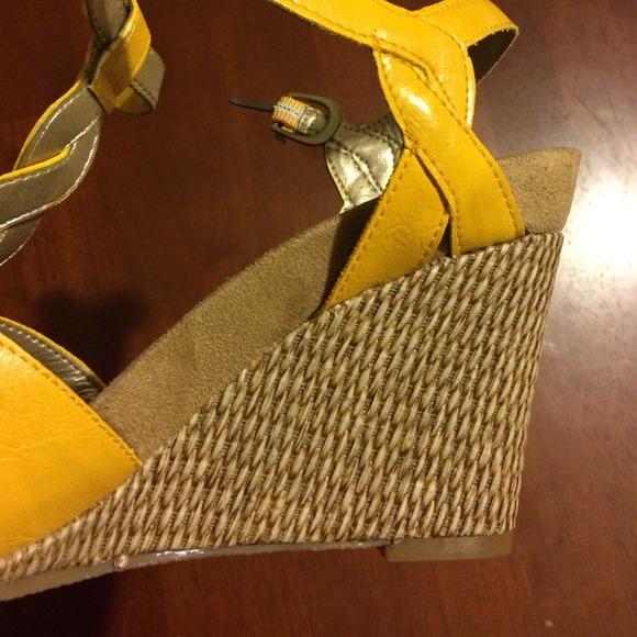 65 aerosoles shoes aerosoles mustard yellow wedges
