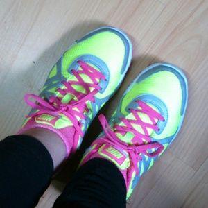 Nike revolution 6y