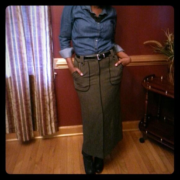 Dresses & Skirts - Larry Levine Long Skirt