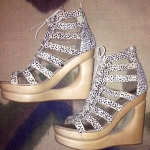 Jeffrey Campbell Lachey Woodie Wedges