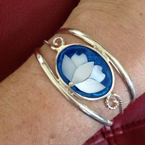 Jewelry - SILVER CUFF DESIGNED W/ INLAID MOTHER OF PEARL❤️🙋