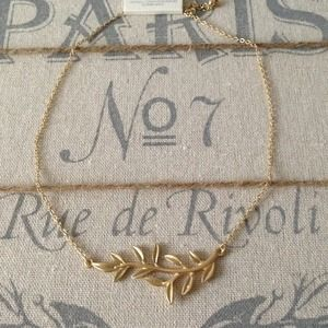 Jewelry - Matte gold leave necklace