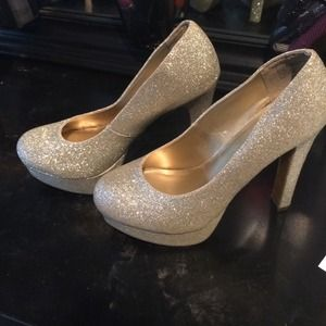 Shoes | Gold Sparkly Heels | Poshmark
