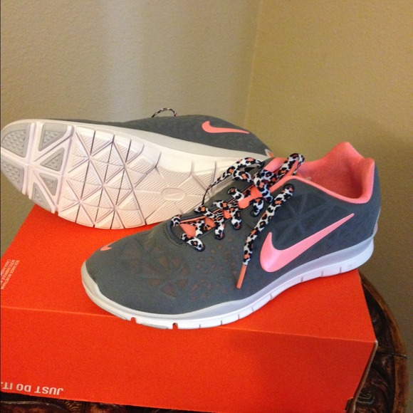 539ce6b71fda 💥Hold💥Women s Nike Free TR Fit 3 Grey Coral 10
