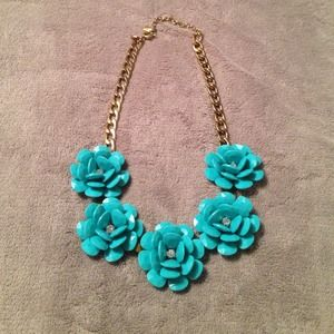 ILY Couture  Jewelry - Fun floral statement necklace