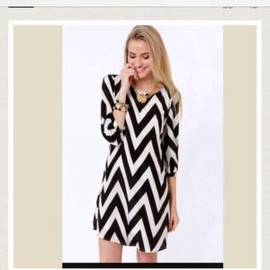 Black and whit chevron dress