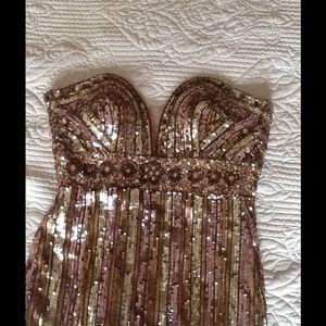 Prom dress by Mac duggal size 4 has been shorten