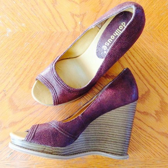 dollhouse leather looking open toe wedge heels bt