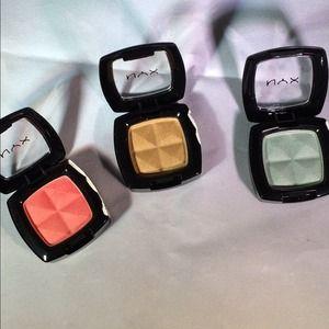 nyx Accessories - NYX eyeshadow bundle!