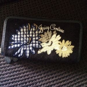 Juicy Couture Wallet Great Condition!!