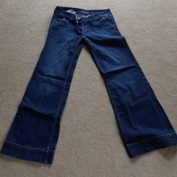 This is a pair of AMERICAN EAGLE Trouser jeans. Size 6/Reg. They come from a smoke and pet free home. Please pay within 3 days of auction ending. American Eagle White Trouser Pants size 14 NWT. $ 1 bid. 19