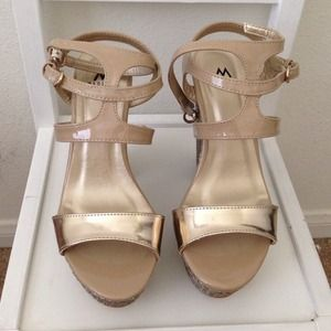 shoedazzle Shoes - Shoedazzle gold platforms
