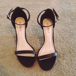 Shoes - Black Single Sole Open Toed Ankle Straps