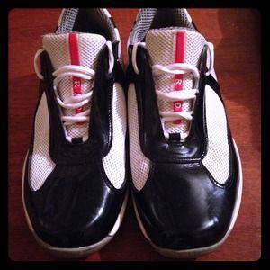 Size 10-11 Pradas