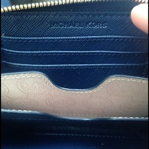 Michael Kors Bags - 🔴FIRM🔴 Michael Kors Essential Zip Wallet 4