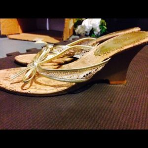 Fioni wedges from payless