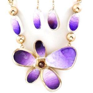 Jewelry - Beautiful Hawaiian flower necklace and earrings