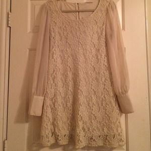 REDUCED!! Beautiful Long Sleeve Lace Dress, M