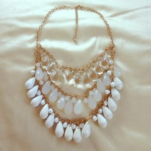 ❌SOLD in bundle! white and gold statement necklace