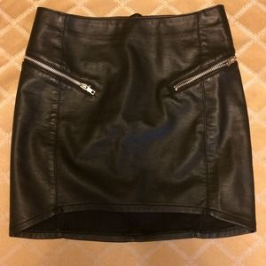 H&M Dresses & Skirts - HM faux leather mini skirt with zippers