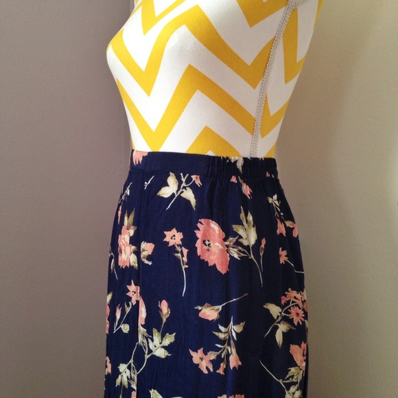 Worthington - Vintage Navy Blue Floral Maxi Skirt from ...
