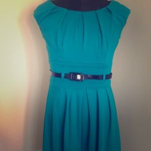 Dresses & Skirts - Georgeous like new summer work dress!