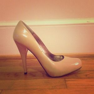 Steve Madden Nude Patent Leather Pumps