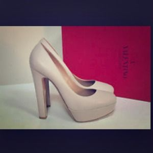 Authentic Valentino nude platform pump