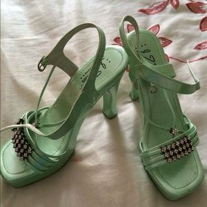 High heel sandal size 6 but fits 6.5 green