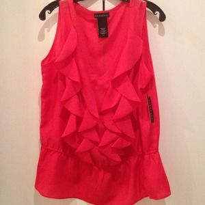 Tops - ❤️NEW RUFFLE TOP SIZE LARGE❤️