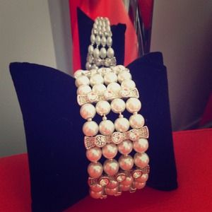 Accessories - Pearl and crystal bracelet