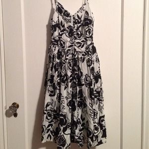H&M Dresses & Skirts - Black & White Sundress w/ Graphic Floral Pattern