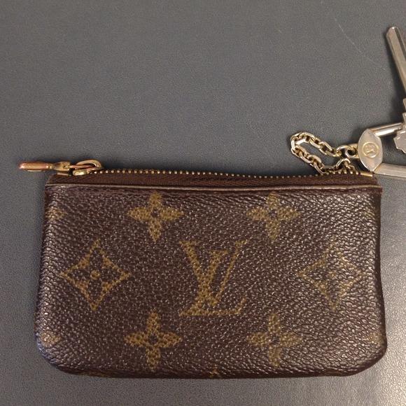 10ab6a72440a Louis Vuitton Keychain Wallet Replica