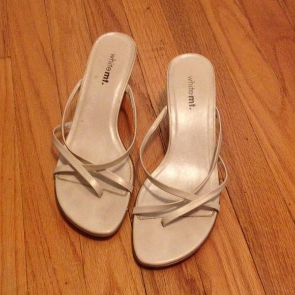 c05fd1ea914 Beige Kitten Heel Sandals 🌸. M 53727d7894c7de094100fb15