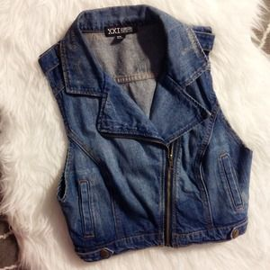 F21 Cropped Denim Moto Vest